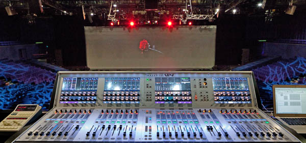 FOH production with the Soundcraft Vi4 by Stéphane Plisson in good company with the star of successful reverbs, a Lexicon 480 whose remote control can be seen on the left.