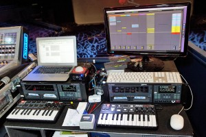 The workstation of Greg Carlet, in charge of sending sources. Everything is twofold, the HD24s with the songs and the master keyboards Akai MPK Mini controlling the Ableton Live and used to envelop the comedy segments.